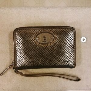 👝🐍Fossil wristlet wallet with snakeskin emboss